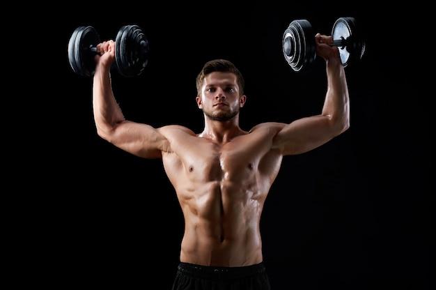 Jonge fitness man in de studio Gratis Foto