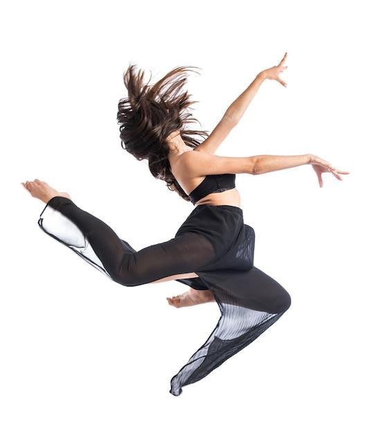 Jonge fitness vrouwelijke springen Premium Foto