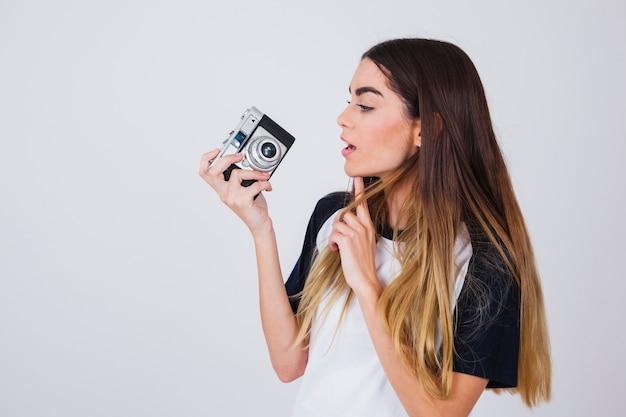 Jonge fotograaf die een idee heeft Gratis Foto