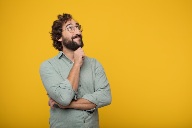 Jonge gebaarde zakenman die een concept uitdrukt Premium Foto