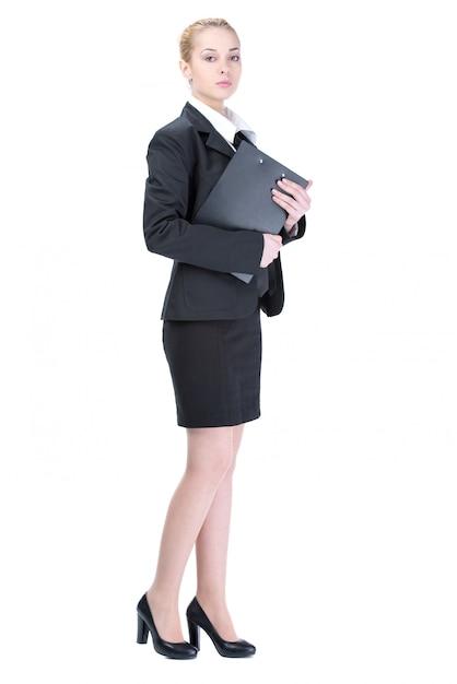 Jonge gelukkige bedrijfsvrouw op witte muur. Premium Foto