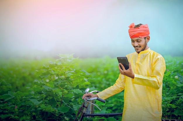 Jonge indiase boerentablet, landelijk india. Premium Foto