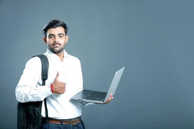 Jonge indiase zakenman Premium Foto