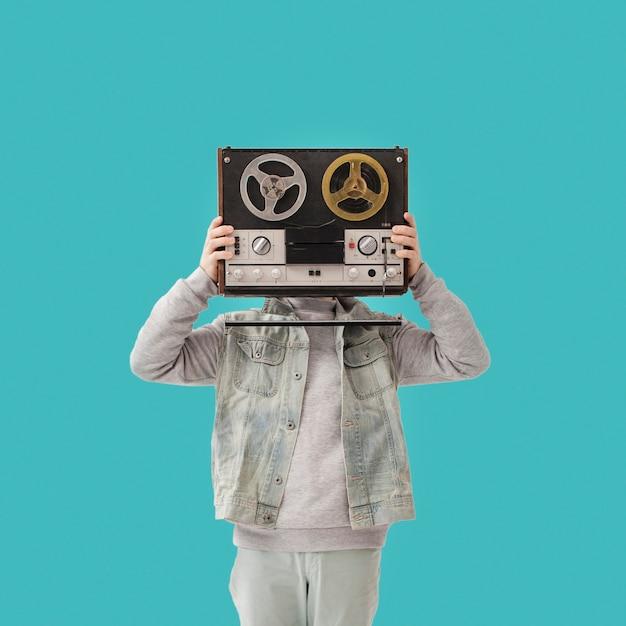 Jonge jongen met cassette Gratis Foto