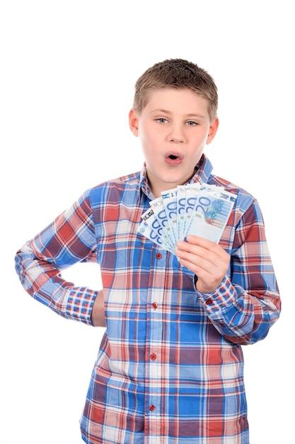 Jonge jongen met eurobiljetten op witte ruimte Gratis Foto