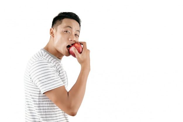 Jonge man bijten appel Gratis Foto