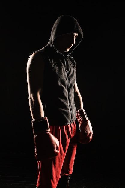 Jonge man kickboksen Gratis Foto