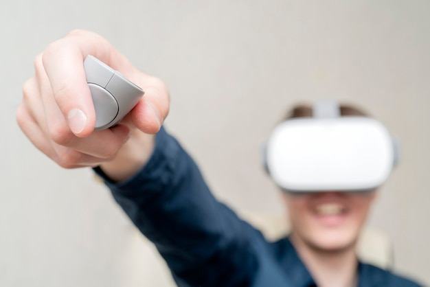 Jonge man van virtual reality. Premium Foto