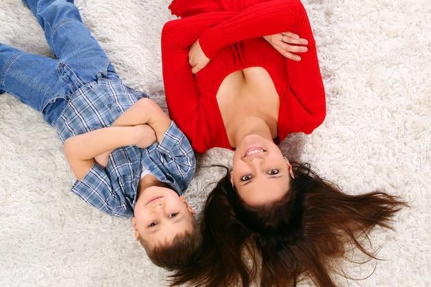 Jonge moeder met vijf jaar zoon Gratis Foto