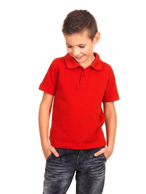 Jonge mooie jongen die zich voordeed als een mannequin. Gratis Foto