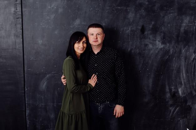 Jonge mooie vader en moeder Gratis Foto