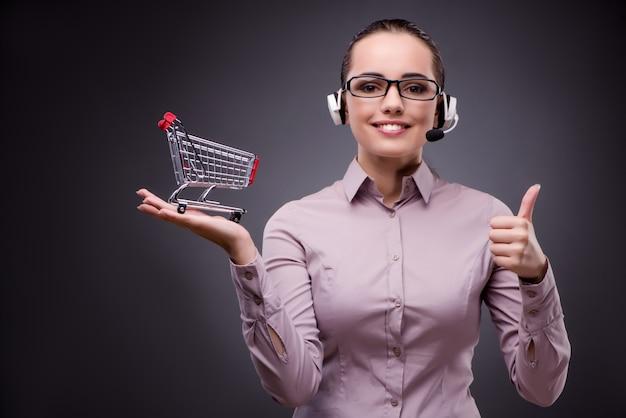 Jonge verkoopexploitant in telesales teleshopping concept Premium Foto