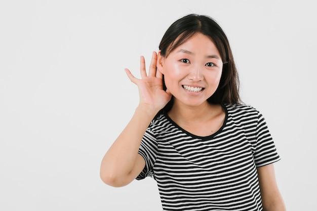 Jonge vrouw die bereid is om het goede nieuws te horen Gratis Foto