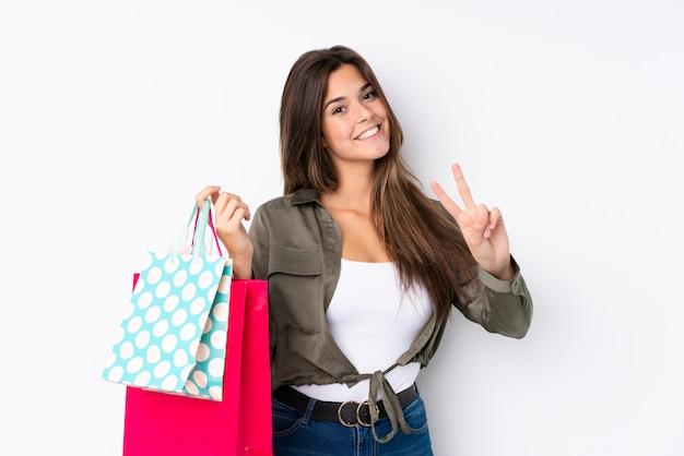 Jonge vrouw met boodschappentassen Premium Foto