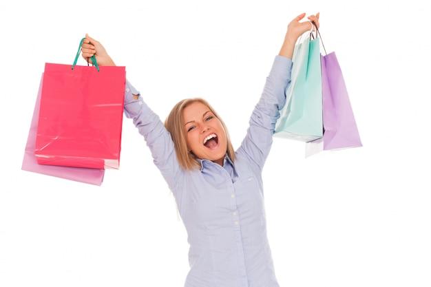 Jonge vrouw met boodschappentassen Gratis Foto