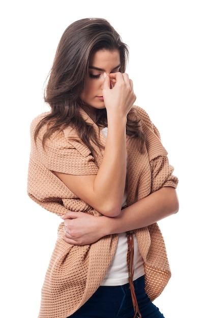 Jonge vrouw met grote hoofdpijn Gratis Foto