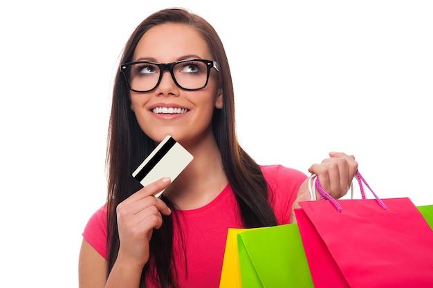 Jonge vrouw plannen boodschappenlijstje Gratis Foto