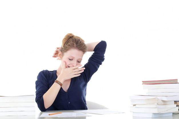 Jonge vrouwelijke student gestrest Premium Foto