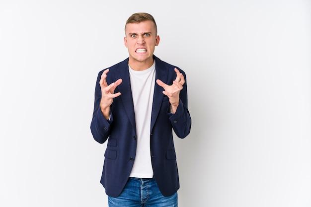 Jonge zaken blanke man boos schreeuwen met gespannen handen. Premium Foto