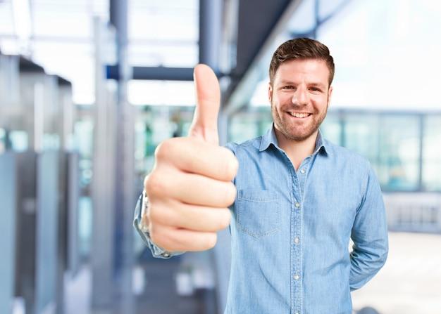 Jonge zakenman gelukkige uitdrukking Gratis Foto