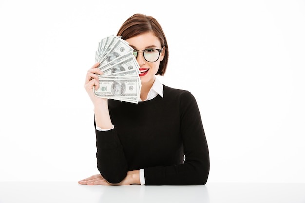 Jonge zakenvrouw portret met geld Gratis Foto