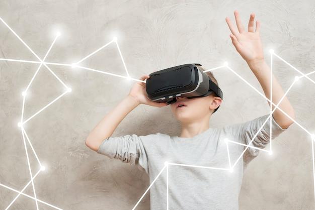 Jongen met vr headset Gratis Foto