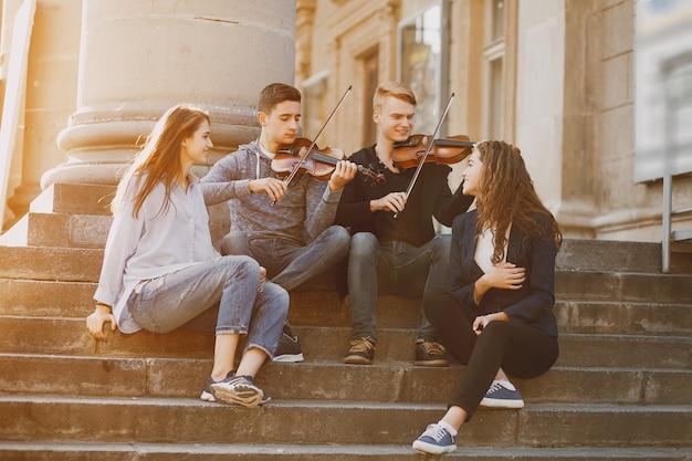 Jongens met een viool Gratis Foto