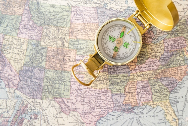 Kaart en kompas van de verenigde staten van amerika Gratis Foto