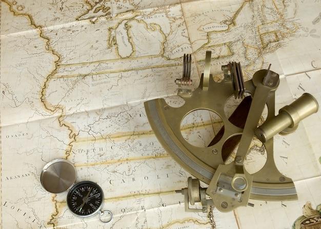Kaart, sextant en kompas Premium Foto