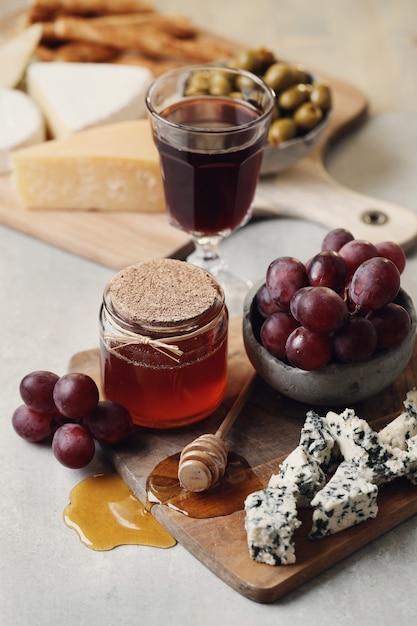 Kaas, druiven en honing Gratis Foto