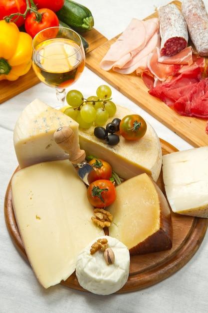 Kaas en vleeswaren Premium Foto
