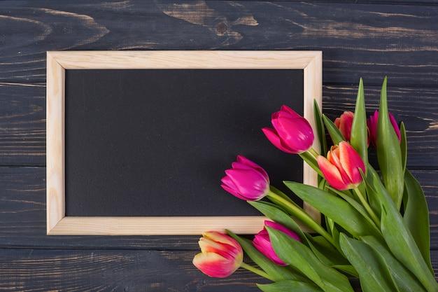 Kaderbord met bloemen Gratis Foto