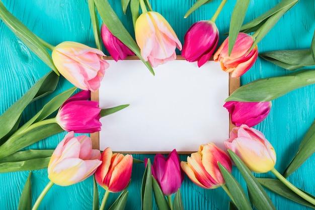 Kaderbrief rond tulpen Gratis Foto