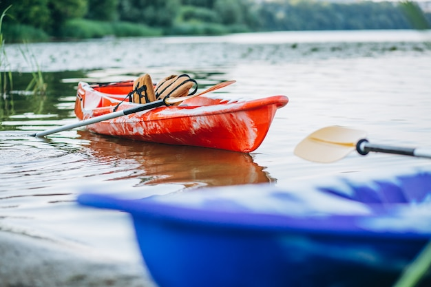 Kajakken op het meer, boot alleen Gratis Foto