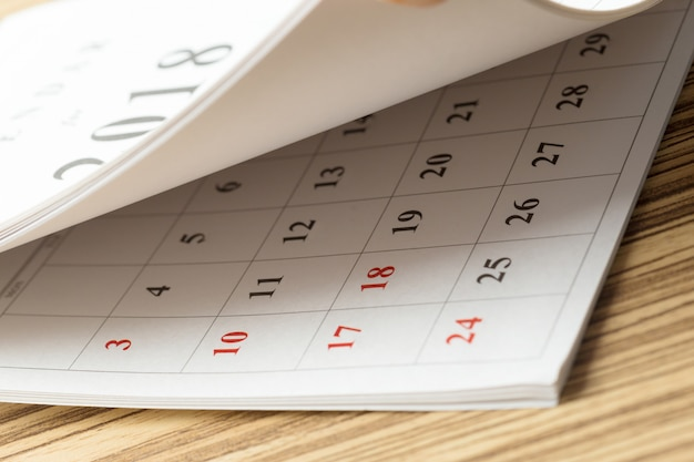 Kalender op de tafel Premium Foto