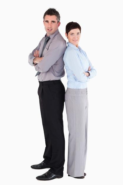 Kantoormedewerkers die zich achter elkaar bevinden Premium Foto