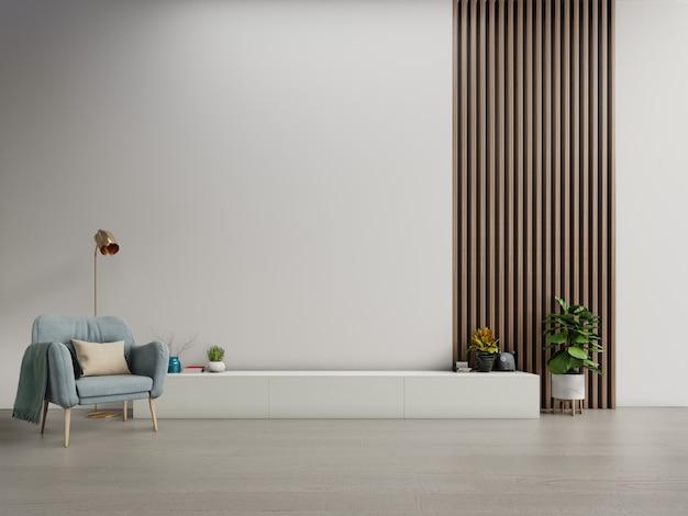Kast tv in moderne woonkamer met fauteuil op witte donkere muur achtergrond. Premium Foto