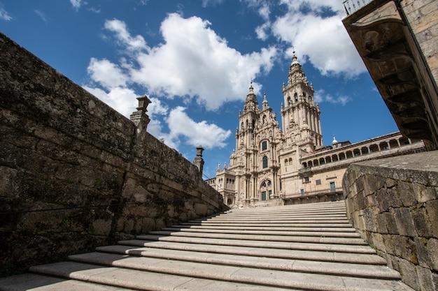 Kathedraal van santiago de compostela. lage hoek weergave Premium Foto