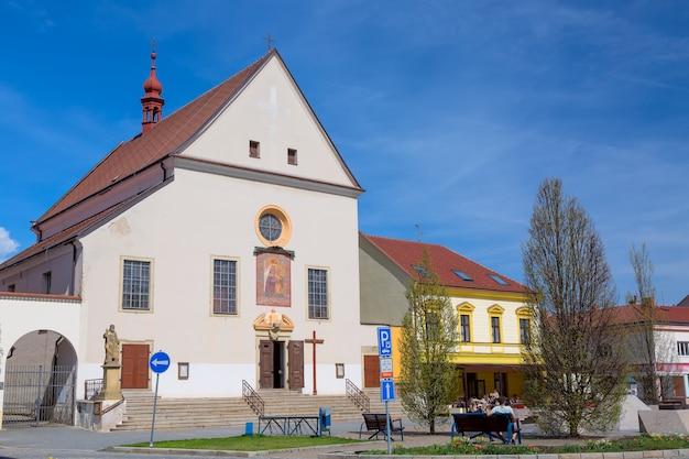 Katholieke kerk kostel nanebevzeti panny marie in de stad kyjov, zuid-moravië, tsjechië Premium Foto