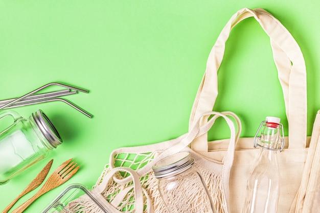 Katoenen tassen en glaswerk voor gratis plastic boodschappen. geen afvalconcept. Premium Foto