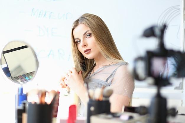 Kaukasische blogger broadcast beauty video blog Premium Foto