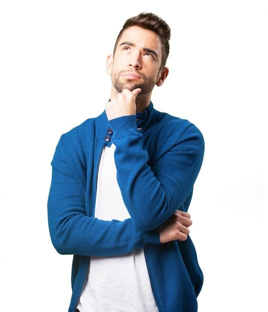 Kerel in een blauwe jas denken Gratis Foto
