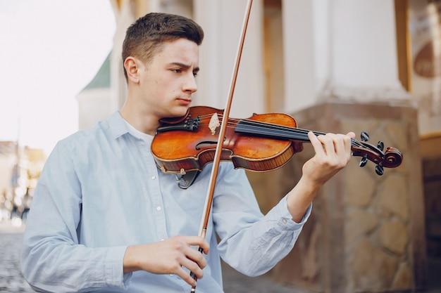 Kerel met viool Gratis Foto