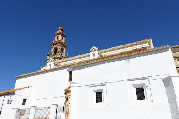 Kerk van santiago, carmona, provincie sevilla. andalusië, spanje Premium Foto