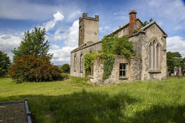 Kerk verwoest in county mayo, republiek ierland Gratis Foto