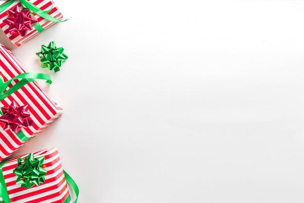 Kerst cadeau vakken achtergrond Premium Foto