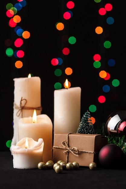 Kerst decoratie. wazig lights achtergrond. Gratis Foto
