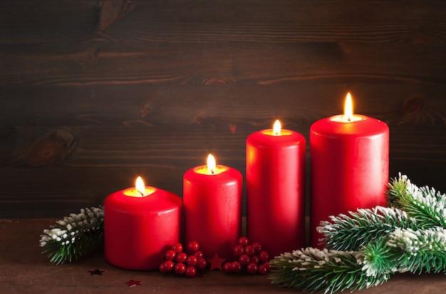 Kerst komst kaarsen lantaarn decoratie Premium Foto