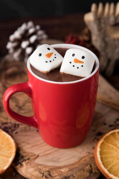 Kerst kopje warme chocolademelk met marshmallows Premium Foto