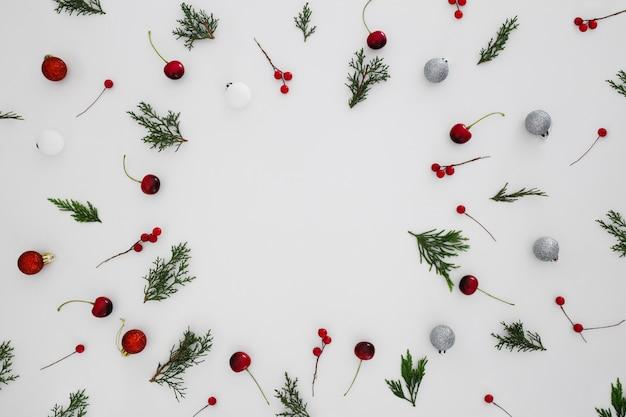 Kerst patroon op een witte achtergrond Gratis Foto
